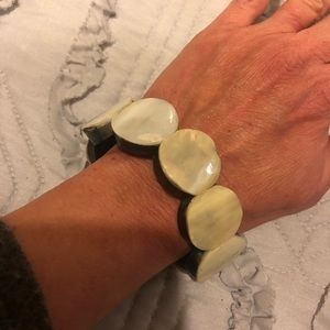 Jewelry - 5/$10 Item 🎉 Stretch pearly bracelet